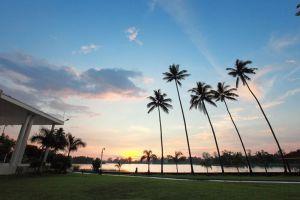 Inya-Lake-Hotel-Yangon-Myanmar-Garden.jpg