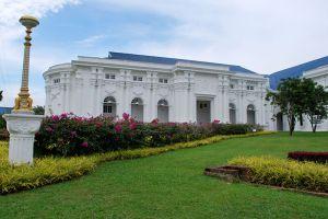 Istana-Besar-Johor-Bahru-Malaysia-001.jpg