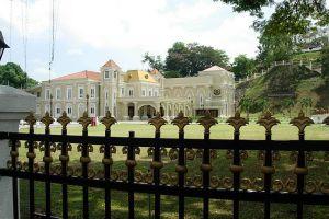 Istana-Maziah-Terengganu-Malaysia-002.jpg