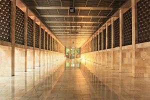 Istiqlal-Mosque-Jakarta-Indonesia-005.jpg