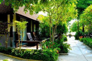 Iyara-Beach-Hotel-Plaza-Samui-Thailand-Terrace.jpg