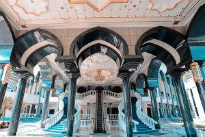Jameasr-Hassanil-Bolkiah-Mosque-Bandar-Seri-Begawan-Brunei-001.jpg