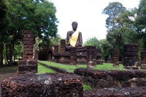 Kamphaeng-Phet-Historical-Park-Thailand-002.jpg