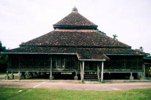 Kampung-Laut-Mosque-Kelantan-Malaysia-002.jpg