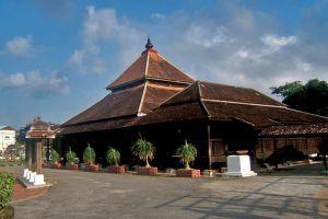 Kampung-Laut-Mosque-Kelantan-Malaysia-003.jpg