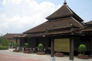 Kampung-Laut-Mosque-Kelantan-Malaysia-004.jpg