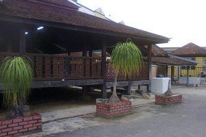 Kampung-Laut-Mosque-Kelantan-Malaysia-005.jpg