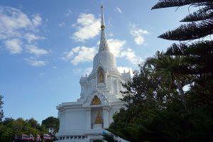Kanchana-Pisek-Grand-Pagoda-Petchaboon-Thailand-02.jpg