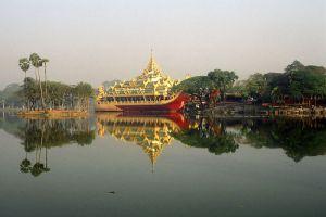 Kandawgyi-Lake-Yangon-Myanmar-001.jpg