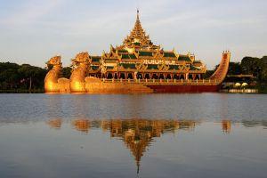 Kandawgyi-Lake-Yangon-Myanmar-002.jpg