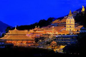 Kek-Lok-Si-Temple-Penang-Malaysia-003.jpg