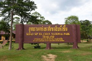 Khao-Sip-Ha-Chan-National-Park-Chanthaburi-Thailand-02.jpg