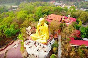 Khruba-Sri-Wichai-Monument-Sinlatham-Chao-Lamphun-Thailand-05.jpg