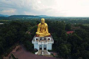 Khruba-Sri-Wichai-Monument-Sinlatham-Chao-Lamphun-Thailand-06.jpg