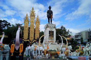 King-Mengrai-Monument-Chiang-Rai-Thailand-04.jpg