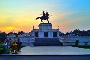 King-Naresuan-Monument-Ayutthaya-Thailand-02.jpg