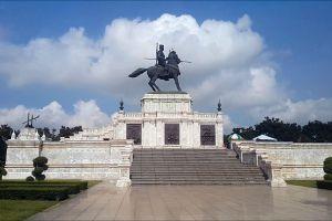 King-Naresuan-Monument-Ayutthaya-Thailand-03.jpg