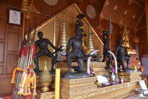 King-Taksin-Shrine-Chanthaburi-Thailand-04.jpg