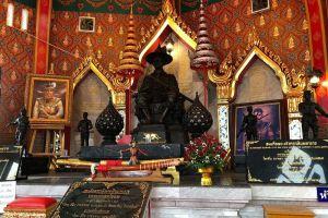 King-Taksin-Shrine-Chanthaburi-Thailand-05.jpg