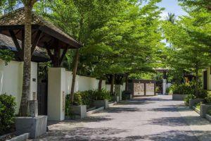 Kirikayan-Luxury-Pool-Villas-Spa-Samui-Thailand-Entrance.jpg