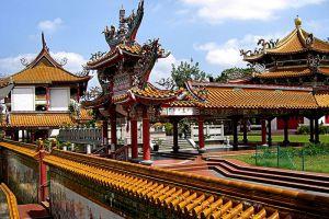 Kong-Meng-San-Phor-Kark-See-Monastery-Singapore-001.jpg