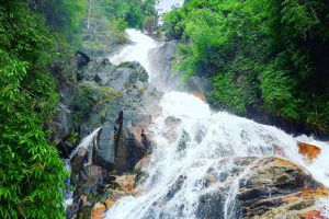 Krathing-Waterfall-Chanthaburi-Thailand-001.jpg