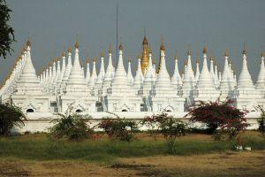Kuthodaw-Pagoda-Mandalay-Myanmar-001.jpg