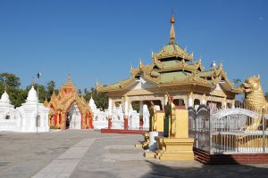 Kuthodaw-Pagoda-Mandalay-Myanmar-002.jpg
