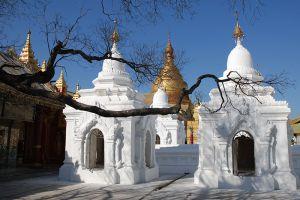 Kuthodaw-Pagoda-Mandalay-Myanmar-003.jpg