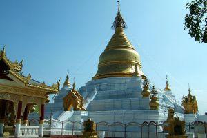 Kuthodaw-Pagoda-Mandalay-Myanmar-005.jpg