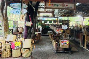 Lad-Tainod-Green-Market-Phatthalung-Thailand-03.jpg