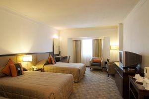 Lanna-Palace-2004-Hotel-Chiang-Mai-Thailand-Room.jpg