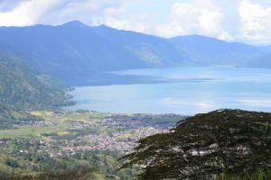 Laut-Tawar-Lake-Aceh-Indonesia-01.jpg