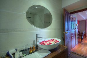 Le-Grand-Mekong-Hotel-Phnom-Penh-Cambodia-Bathroom.jpg