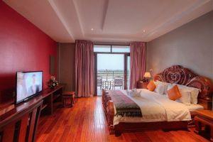 Le-Grand-Mekong-Hotel-Phnom-Penh-Cambodia-Room.jpg