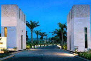 Le-Grande-Hotel-Bali-Indonesia-Entrance.jpg
