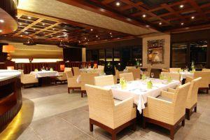 Le-Grande-Hotel-Bali-Indonesia-Restaurant.jpg