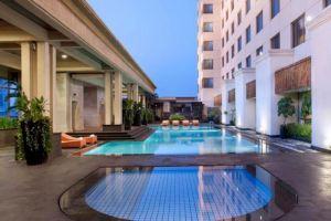 Le-Grandeur-Mangga-Dua-Hotel-Jakarta-Indonesia-Pool.jpg