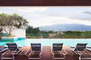Le-Meridien-Hotel-Chiang-Mai-Thailand-Pool.jpg