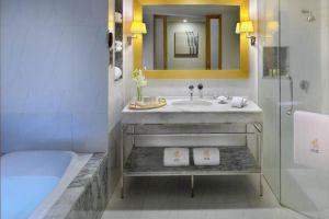 Lebua-at-State-Tower-Bangkok-Thailand-Bathroom.jpg