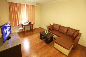 Lee-Gardens-Plaza-Hotel-Hat-Yai-Thailand-Living-Room.jpg