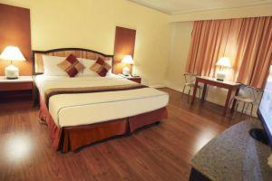 Lee-Gardens-Plaza-Hotel-Hat-Yai-Thailand-Room.jpg