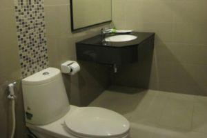 Lee-Nova-Hotel-Bangkok-Thailand-Bathroom.jpg