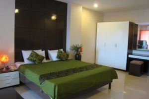 Lee-Nova-Hotel-Bangkok-Thailand-Room.jpg