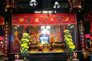 Lim-Ko-Niao-Shrine-Pattani-Thailand-02.jpg