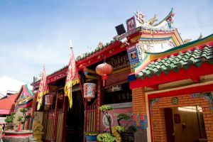 Lim-Ko-Niao-Shrine-Pattani-Thailand-03.jpg