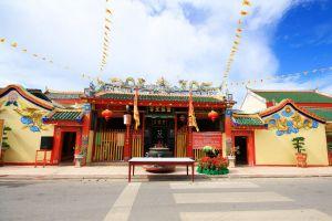 Lim-Ko-Niao-Shrine-Pattani-Thailand-04.jpg