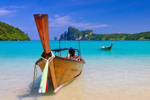 Loh-Dalum-Bay-Phi-Phi-Krabi-Thailand-05.jpg
