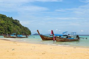 Loh-Moo-Dee-Beach-Phi-Phi-Krabi-Thailand-03.jpg