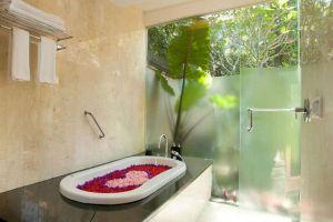 Lokha-Ubud-Resort-Bali-Indonesia-Bathroom.jpg
